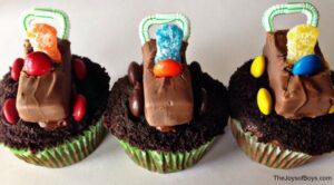Racecar Cupcakes: Fun Pinewood Derby Treat