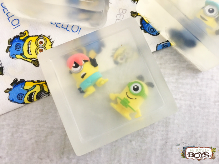 How to make Minion soaps